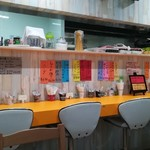 プチレストラン 喜和深 - 短冊が並ぶ北欧系店内