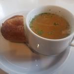 グッドモーニングカフェ - パスタにセットのバゲットとスープ