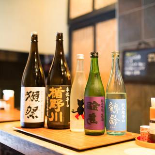 """もつ料理と日本酒は相性抜群。""""利き酒セット""""で好みを見つけて"""