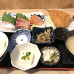 大衆酒場 五の五 - 刺身盛合せ定食(¥1070)