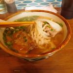 沖縄そば食堂 海辺のそば屋 - 軟骨ソーキそば(生麺:麺リフト)