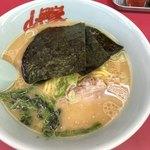 ラーメン山岡家 - 料理写真:醤油ラーメン
