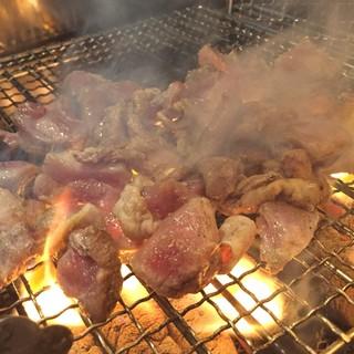 """""""地鶏のたたき""""に日本酒…◎極上の組み合わせで至福の時間を。"""