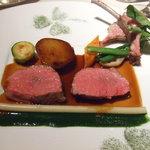 ラ メゾン ドゥ グラシアニ - 仔羊の低温オイル長時間調理、パセリとクレソンのジュ夏野菜と三つ葉のクローバーのイマージュ