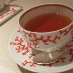 ラ メゾン ドゥ グラシアニ - 紅茶は、珊瑚みたいなカップ♪