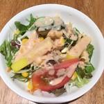 DURGA - ランチセットのサラダ