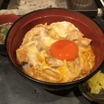 青山 鶏味座 - 炭焼き親子丼