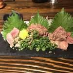 個室ワインバル ハングリーチキン - 本日の厳選鶏刺し3種盛。       美味し。