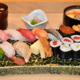 鮮度と美味しさを活かした逸品をお届け。マグロは奄美大島産。