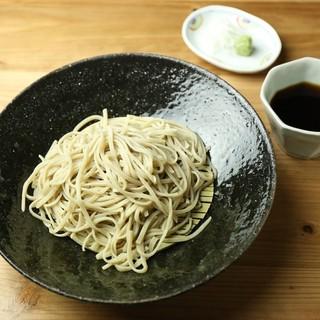 こだわりの手打ち蕎麦は、大阪の伝統麺から変り種までご用意