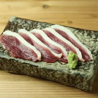 必食!毎日仕入れる旨味たっぷりの新鮮な河内鴨はヤミツキの一品