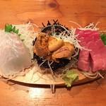 防波亭 - 料理写真:浜盛り3種 800円(ヒラメ・ウニ・中トロ)