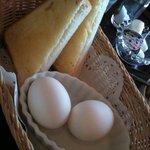 8837293 - パン1/2+ゆで卵
