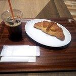88370591 - クロワッサンプレーン+アイスコーヒー