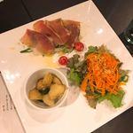 88382986 - キャロットラペ、生ハムのサラダとポテトのグリルが甘くて美味しい