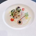 ハイアットリージェンシー東京 - 鯛と帆立貝のマリネ 白アスパラのブルーテ トマトとパインのジュレ キャビア飾り
