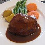 ビストロ えびすや - 溢れる肉汁やソースの旨味が際立つ!