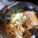 らーめん比内亭 - 料理写真:比内地鶏ガラスープの醤油らーめん