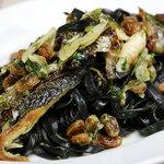 イタリア食堂 MARIA - イカ墨のパヴェッティーニ アジとウイキョウのシチリア風