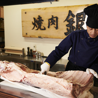 能登牛・能登豚・北陸健康鶏。店内で解体し、部位に合わせて提供