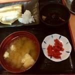 酒蔵 季 - しまほっけ(サラダバ-なし)の右側