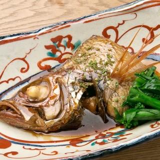 仕入れた食材(魚)で内容が変わる、食事も日本酒もお任せが魅力