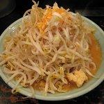 ガガガ職堂 - 極太麺と山盛り野菜の「濃味噌ラーメン(\750)」。