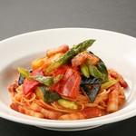 ■ごろごろ野菜と熟成ベーコンの菜園風トマトスパゲッティ