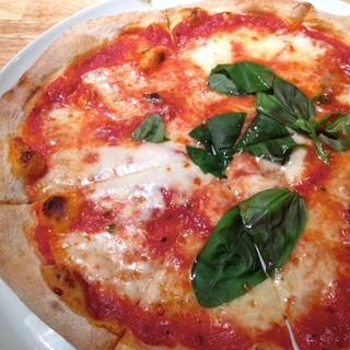 ◇絶品◇専用窯で焼くピッツァに自信!イタリア産食材にこだわり