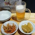 山本魚吉商店 - ハッピーアワービール190円ときんぴらごぼうと冬瓜のお通し