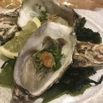 貝と炭火と日本酒 撓 - 岩牡蠣