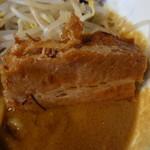 味噌ラーメン専門店 麺と人 - 角煮