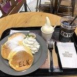 ELK NEW YORK BRUNCH - プレーンパンケーキ  ドリンクセット+ソフトクリーム  1350円