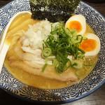 麺屋銀星 池袋 - 特製濃厚煮干し中華そば(930円)。