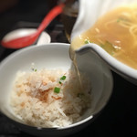 88443316 - 半鯛飯にラーメンスープを注ぎます