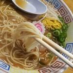 中華そば 三浦 - 博多のラーメンよりは太い細麺