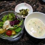 88445310 - サラダ、スープ、香の物