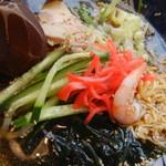 めんちゃんこ亭 - 海老、キュウリ、海藻類、紅ショウガ