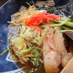 めんちゃんこ亭 - 鶏肉チャーシュー、レタス、錦糸卵