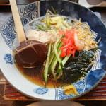めんちゃんこ亭 - ダシが効いた醤油系スープ。酸味無し。