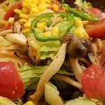 ハシヤ - シメジのサラダスパゲッティ大盛です