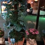 クロック - 2018年5月 ライトアップされた花飾り