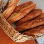 メルク岡山 - バケット・くるみパン