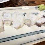 もつ焼きマーちゃん - 生たこ刺390円