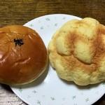 ベーカリーショップ じゃぱん - あんパン 150円とメロンパン 160円