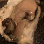 蕎麦前 小まつ - 夏は岩牡蠣(鹿島産)