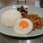 マンゴツリーキッチン グランスタ - 鶏のガバオ