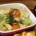 カフェ コティー - 野菜サラダは、ボイルしてドレッシングが掛かります(2018.6.30)