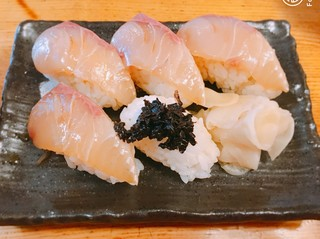 八丈島 - 島寿司 5貫味噌汁付き 680円