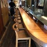 純手打ち 麺と未来 - 店内はカウンター席9席のみ